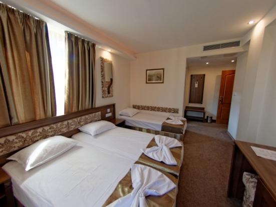 Тройна стая с балкон