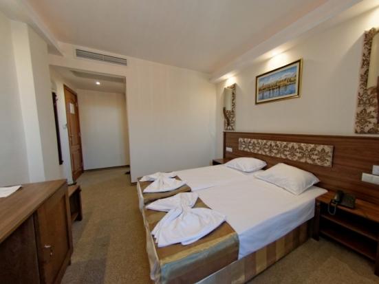 Двойна стая с вана и балкон
