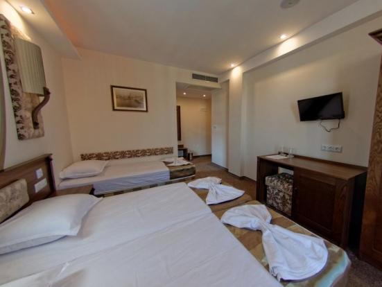 Двойна стая с вана , допълнително легло и балкон